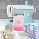 Materiais para Scrapbook - Equipamentos, Ferramentas e Insumos - Máquina de Costura Mint Stitch Happy para Papel e Tecido We R