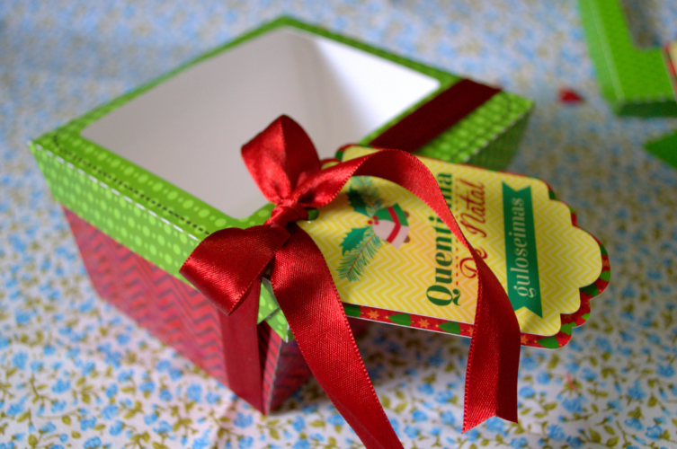 Ideias para enfeites de natal - caixa de natal personalizada