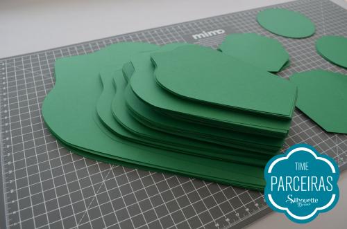 Como fazer uma árvore de natal de papel gigante