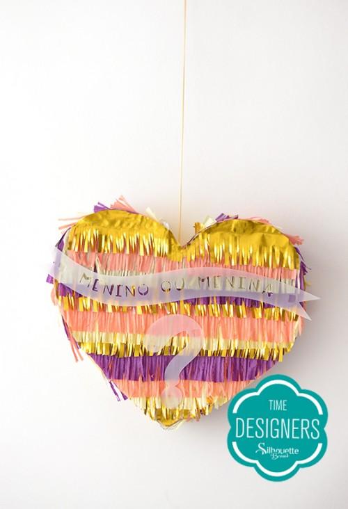 Decoração Chá de Revelação - piñata colorida