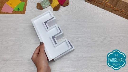 Siga passo a passo das letras anteriores para fazer a E