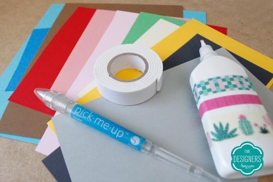 Materiais usados para personalizar os bloquinhos de presente para professora
