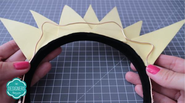 Tiaras para Carnaval em EVA - Modele o arame no verso dos raios de sol