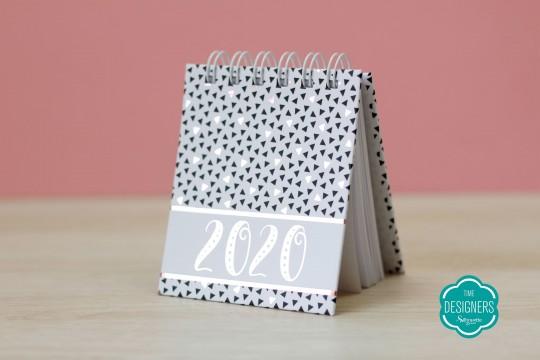 Calendário metalizado em prata com foil e BOPP na Mimo Stamping