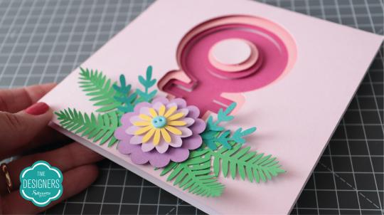 Cole a flor no quadro para finalizar as camadas
