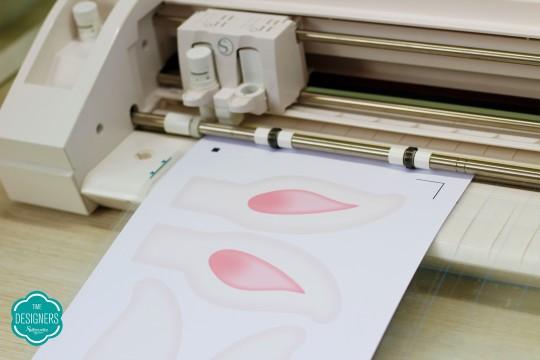 Coloque o papel impresso para cortar na Silhouette