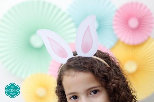Criança usando a Tiara de Páscoa pronta