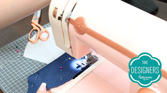 Comece costurando parte arredondada tecido