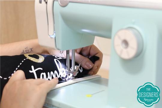Feche a abertura pela qual colocou o enchimento usando a máquina de costura